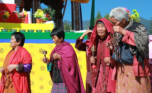 Thimphu, Memorial Chorten, old ladies