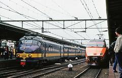 SNCF TGV PSE 12 eerste in NL naast Benelux te Roosendaal 27-8-1981 (peter.velthoen) Tags: railroad train tgv trein roosendaal beneluxtrein sncftgvpse12