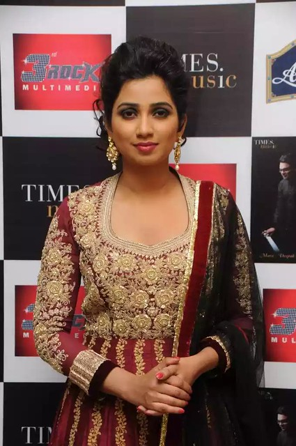 shreya-ghoshal-during-launch-of-her-first-ghazal-album-humnasheen_1394610107210