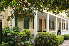 porch & rocking chairs (doddsjzi) Tags: columns lamppost porch shutters piazza charlestonsc no5 doorwithsidelights