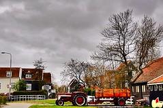 Marken (Lorybusin) Tags: marken pueblo estiledevida travel viaje hoof tractor zoccolo trattore holland netherlands holand lifestyle