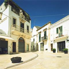 alberobello (thomasw.) Tags: street travel italien italy 120 mamiya analog europa europe italia cross mf perugia salento crossed alberobello apulien