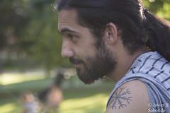 _DSC5420_c_f (saboridoman) Tags: man beard hombre macho retrato portrait tattoo tatuaje color moreno brunette trees verde árbol árboles fuji lens tele nature