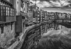 Girona en b&n, _DSC9000 i 9001 apilades i en b&n copia (Francesc/Francisco) Tags: girona ciutat ciudad carrer calle catalunya catalua paisatgeurb blancinegre blancoynegro blackandwhite