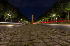 Siegessule Berlin (bennyschaefers) Tags: street cars night berlin siegessule lights tree canon