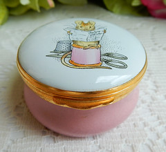 Crummles English Enamels Trinket Pill Box ~ Beatrix Potter Tailor Mouse ~ w Box (Donna's Collectables) Tags: crummles english enamels trinket pill box ~ beatrix potter tailor mouse w