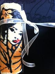 maiko japanese art roll cake (maevasarahoney) Tags: red orange black art cake postre dessert japanese strawberry swiss pastel painted cream quadro fresh dolce maiko geisha kawaii present roll artistica delicate rosso nero arancio japones junko dulce fresca airy indulgent pasticceria panna fragole dipinto delicado soffice delicato montata