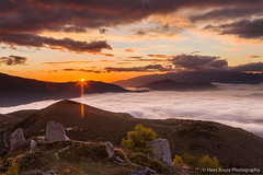 Sunrise at the old castle (Hans Kruse Photography) Tags: italy abruzzo