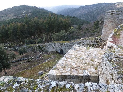 Castillo - Vista de la puerta de la Fonte vedra