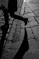 feet-and-shadows (Javi Calvo) Tags: blackandwhite monochrome spain shadows streetphotography salamanca sombras fotografiaurbana javicalvo