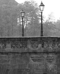 Nürnberg Maxbrücke im Regen (Eddy L.) Tags: nürnberg nürnbergaltstadt nuremberg blackwhite streetlife germany blanconegro nürnbergsebald sal135f18za sw
