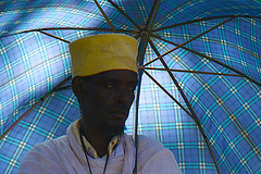 Portrait Ethiopia 4825 (ichauvel) Tags: africa portrait umbrella nikon expression religion priest ethiopia orthodoxe axum parapluie afrique hornofafrica chretien ethiopie tigray prtre