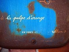 A la pulpe d'orange (framepics) Tags: rouill rusty bleu blue ecriture writing publicit publicity panneau pancarte sign metal olympusomdemmarkii olympus iron ancien vintage old oldie