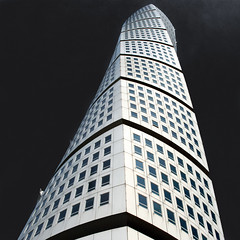 Spinal twist (Arni J.M.) Tags: architecture building spinaltwist turningtorso twistingtorso calatrava santiagocalatrava tower landmark spine twist windows blocks rotation 90degrees sky up västrahamnen malmö scania skåne sweden