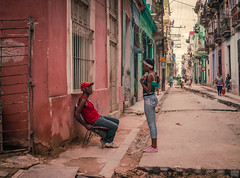 Streets of Havana - Cuba (IV2K) Tags: havana habana lahabana cuba cuban kuba centro centrohavana centrohabana sony rx1 35mm zeiss street