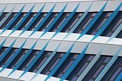 drei farben: blau (Fotoristin - blick.kontakt) Tags: arnhem station bahnhof architecture abstract lines diagonal blue stripes repetitions pattern detail netherlands arnheim dreifarbenblau fotoristin