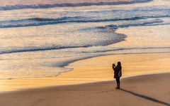 Seaside Photo (Inge Vautrin Photography) Tags: praiadecarcavelos beach portugal europe europa beautiful view sunset ipad photographer ocean seaside outdoors outside outdoor people person girl photo picture praia tablet water light