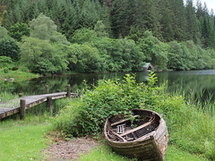 boat with boat shed in background (Emsey1sey) Tags: boat boathouse boatshed lochard trossachs scotland jetty