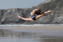 El Salto (ribadeluis) Tags: principadodeasturias asturias playadexag avils playa beach cantabrico mar gimnasia gimnasta salto jump verano chica girl summer woman women canoneos6d eos6d moment copito canonef70200mmf28lusm belleza