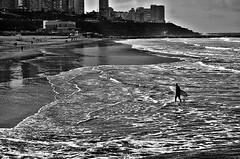 DSC_8830 Un da cualquiera (Aprehendiz-Ana La) Tags: flickr fotografa bn bw analialarroud argentina mardelplata mdq invierno playa