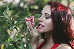 Emgy - flower (maikel_nai) Tags: girl model redhead portrait smelling flower greeneyes melhdez emgydelapuente reddress redlips redhair n4i n4ies rednails 2016 puertoreal makeup strobe umbrella canon canon5d 85mm2016emgymelpuertorealsergioafanasbosquecampuspuertorealcorsetnegroflashmediasmorenaparaguaspelorojoreflectorruinassesintaconesnegrostutvestidorojocdizspain