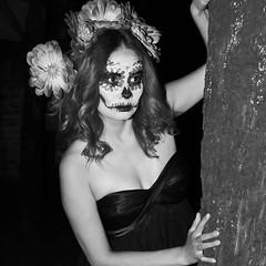 La muerte sin color #diadelosmuertos #dayofthedead #Calavera #nikon  #panteon #LeonGto #alfredolirafotografia (zigmalgama) Tags: instagramapp square squareformat iphoneography uploaded:by=instagram catrina calavera black white mexico tradiciones