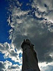 """DSCN5948 """" Ruega por nosotros ..."""" (Aprehendiz-Ana La) Tags: imagen estatua virgen protectoradelospescadores stellamaris costa cielos clouds mar nubes tormenta ruego proteccin rezo contrapicado argentina santaclara atlntico fotografa flickr analialarroude nikon contraluz nwn"""