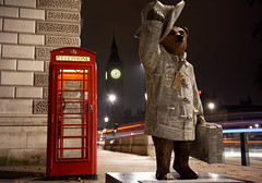 Paddington Bear - Good News Bear (mattrkeyworth) Tags: london westminster night zeiss nacht housesofparliament parliamentsquare paddington british nuit paddingtonbear thetelegraph goodnewsbear nightset mattrkeyworth sonya7r sel35f28z ilce7r sonnartfe2835 paddingtontrail