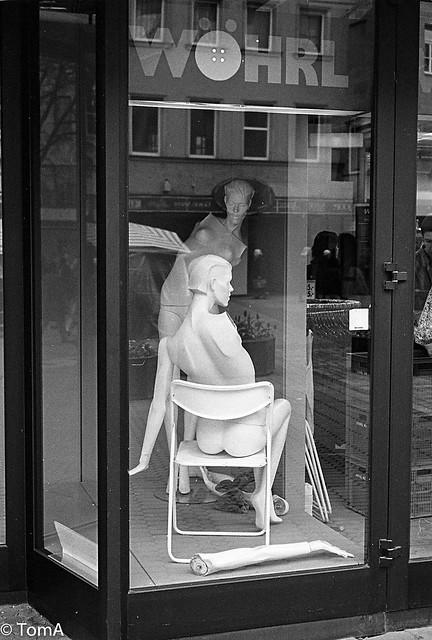 S 255 Nurenberg 1994 Window shopping!