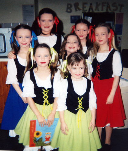 2003 Treasure Island 01 (from left April Willis, x, Hollie Willis, Amelia Ashton,Emily Capp,x,x)