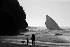 Human (and dog) Vs Nature (paulo_1970) Tags: praia beach canon 7d 1022mm adraga praiadaadraga f3545 canon1022mmf3545 canon7d paulo1970