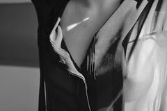 DSC_0846-2 (La chambre noire de Tristana) Tags: woman white black nude dance noir artistic nu danse nb brunette et blanc brune pointes nue artistique danceuse fminity