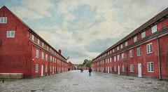 Perspectiva en rojo (pimontes) Tags: rojo edificios ventanas perspectiva dinamarca copenhague hss lneas cuartel pimontes