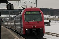 SBB Lokomotive Re 450 003 - 9 mit Taufname Zollikon ( Hersteller SLM Nr. 5371 - ABB => Inbetriebnahme 1989 ) mit ZVV - Zrcher S-Bahn Doppelstockzug am Bahnhof Bonstetten - Wettswil im Kanton Zrich der Schweiz (chrchr_75) Tags: chriguhurnibluemailch christoph hurni schweiz suisse switzerland svizzera suissa swiss chrchr chrchr75 chrigu chriguhurni februar 2015 albumbahnenderschweiz albumbahnenderschweiz201516 schweizer bahnen eisenbahn bahn train treno zug albumsbblokomotivere450 re450 zvv dosto doppelstcker schweizerische bundesbahn bundesbahnen sbb cff ffs juna zoug trainen tog tren  lokomotive  locomotora lok lokomotiv locomotief locomotiva locomotive railway rautatie chemin de fer ferrovia  spoorweg  centralstation ferroviaria