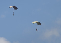 the race (E-Maxx) Tags: pentax paraglider airborne usairforce parachutist paratrooper k7 usareur unitedstatesarmyeurope