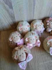 lembrancinha ovelha chaveiro (Eliza de Castro) Tags: ovelhinha chaveiros lembrancinha nascimento maternidade delicadaspersonalizados til ideia de lembrancinhas bebe preparativos delicadas personalizadas