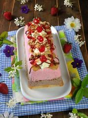 BANANA SPLIT ICE CREAM CAKE (by Ana M Espada) Tags: cookthecake helados food frutas fresas chocolate postre pltano dulce retoalfabetodulce repostera recetas recipes dulcedeleche tartahelada verano summer