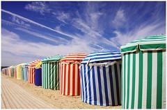 Les toiles de Trouville - (diaph76) Tags: france normandie extrieur ciel sky vacances holidays plage beach trouville couleurs colors alignement graphique graphisme