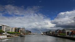Puerto de Dublin (Luis Corts Zacaras) Tags: puerto dublin irlanda agua nubes cielo barco puente calatrava