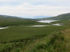 Loch Leathan et Loch Fada, Trotternish, le de Skye, Ross and Cromarty, Highland, Ecosse, Royaume-Uni. (byb64) Tags: lochfada storr oldmanofstorr trotternish skye isleofskye ledeskye innerhebrides hbrides hbridesintrieures le isle island isla rossandcromarty ross rossshire highland highlands loch ecosse escocia schottland scotland scozia grandebretagne greatbritain grossbritanien granbretana royaumeuni reinounido vereinigtesknigreich ue uk unitedkingdom eu europe paysage paisaje paesaggio landschaft landscape vue view vista veduta leathan lochleathan lac lake lago see