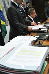 CCJ - Comisso de Constituio, Justia e Cidadania (Senado Federal) Tags: ccj impostosobregrandesheranasedoaes pec962015 pls4722012 reunio senadorjosmaranhopmdbpb pilhadepapel projetos braslia df brasil bra