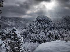Atop The Cold Embrace Of Beauty (Bill Fultz) Tags: snow kentucky snowfall lookoutpoint naturalbridgestatepark appalachianmountians snowymountians kentuckystateparks explorekentucky