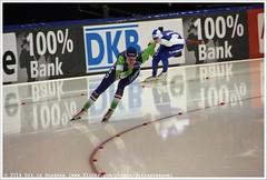 2nd 500 Meters Ladies, Bo van der Werff vs Olga Fatkulina (Dit is Suzanne) Tags: netherlands nederland heerenveen speedskating thialf views400 eisschnelllauf img6452  canoneos40d langebaanschaatsen bovanderwerff sigma18250mm13563hsm olgafatkulina   ditissuzanne  olgafatkulinov   2nd500ladies 2nd500metersladies 14122014 isuworldcup20142015 isuworldcupheerenveendecember12142014