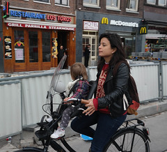 Amsterdam, Albert Cuypstraat, Mamafiets (Nik Morris (van Leiden)) Tags: netherlands amsterdam bike bicycle nederland fiets nx30 mamafiets