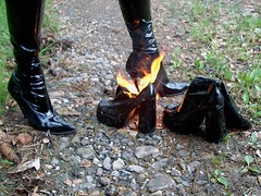 IM001851 (hymerwaders) Tags: hot boots thigh burn lack hohe patent stiefel