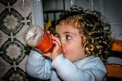 Rocio (J.M. Chavero) Tags: drink retrato bebe hungry rocio aranja