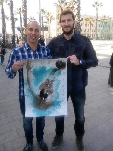 Nuestros amigos del Club Natació Atlètic-Barceloneta con el cartel de la copa del rey 2015