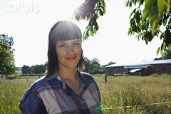 42-30245683 (Gibby Goulard) Tags: light summer portrait people building tree nature sunshine smiling female barn standing outdoors one countryside clothing women seasons adult profile meadow lifestyle happiness fringe shirts serenity daytime satisfaction independence relaxation sideview youngadult grassland idyllic carefree oneperson frontview confidence headandshoulders femininity facialexpression casualclothing 20sadult youngadultwoman timothygrass cheerfulness lookingatcamera ruralscene simpleliving phleum coolattitude 2024years midlengthhair incidentalpeople