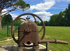Modle dpos (ettigirbs2012) Tags: fontaine metal pompe eau parc rouille ciel nuages