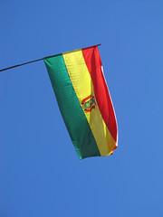 "La Paz: le drapeau bolivien <a style=""margin-left:10px; font-size:0.8em;"" href=""http://www.flickr.com/photos/127723101@N04/27984779164/"" target=""_blank"">@flickr</a>"